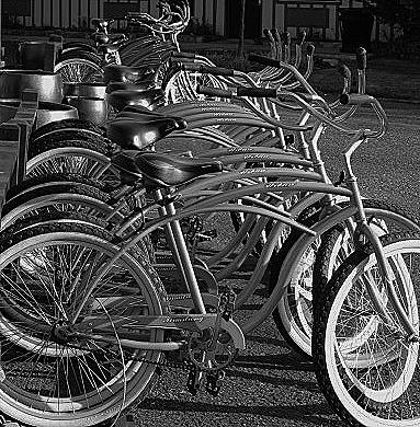 BikesBnWEarthboxInn (383x390)